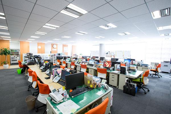 株式会社プライオリティの清潔感のあるオフィス